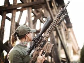 帅气的女兽医在非洲帮助特种部队 追捕盗猎者