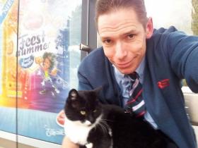 荷兰一只猫在车站里一坐就是10年 没人知道它在等什么