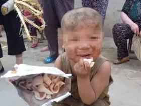 河南7岁男童被曝与猪共处 经常被精神病母亲打骂