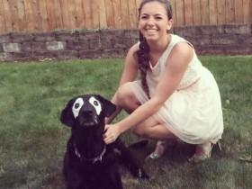 患有罕疾的白眼圈狗狗 反而成为网络上很红的明星犬
