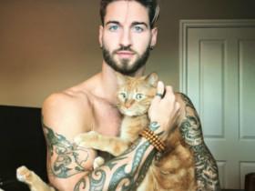健身视频:性感男模Travis DesLaurier和猫咪Jacob