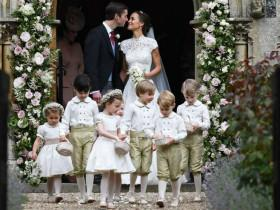 凯特王妃妹妹的超豪华婚礼上 小王子踩婚纱被妈妈直接训哭