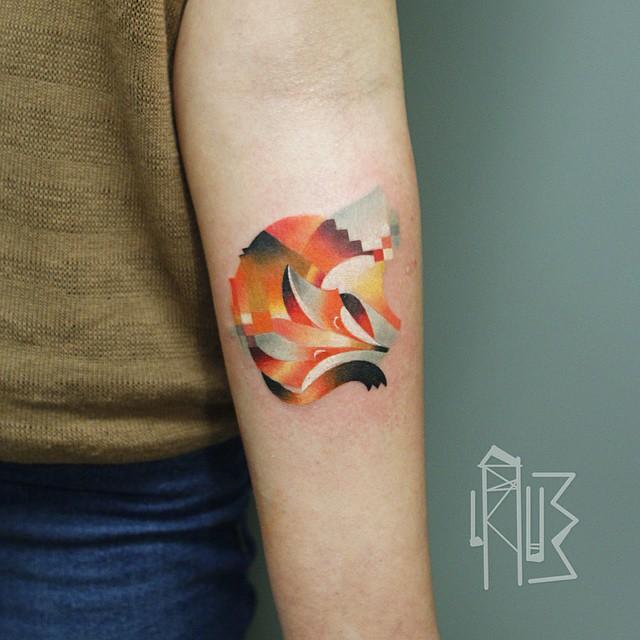 俄罗斯纹身师网络爆红 专门做带有马赛克的动物纹身