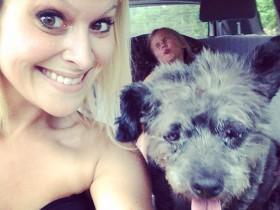 女人领养了患癌症的狗狗 帮它度过剩余快乐时光