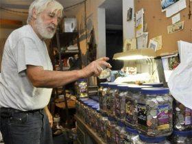 退休大叔每天凌晨出门捡钱,坚持了10年最终做了一件有意义的事