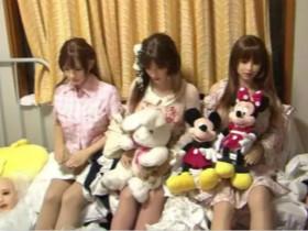 日本大叔厌倦了与妻子相处,爱上了一个仿真娃娃