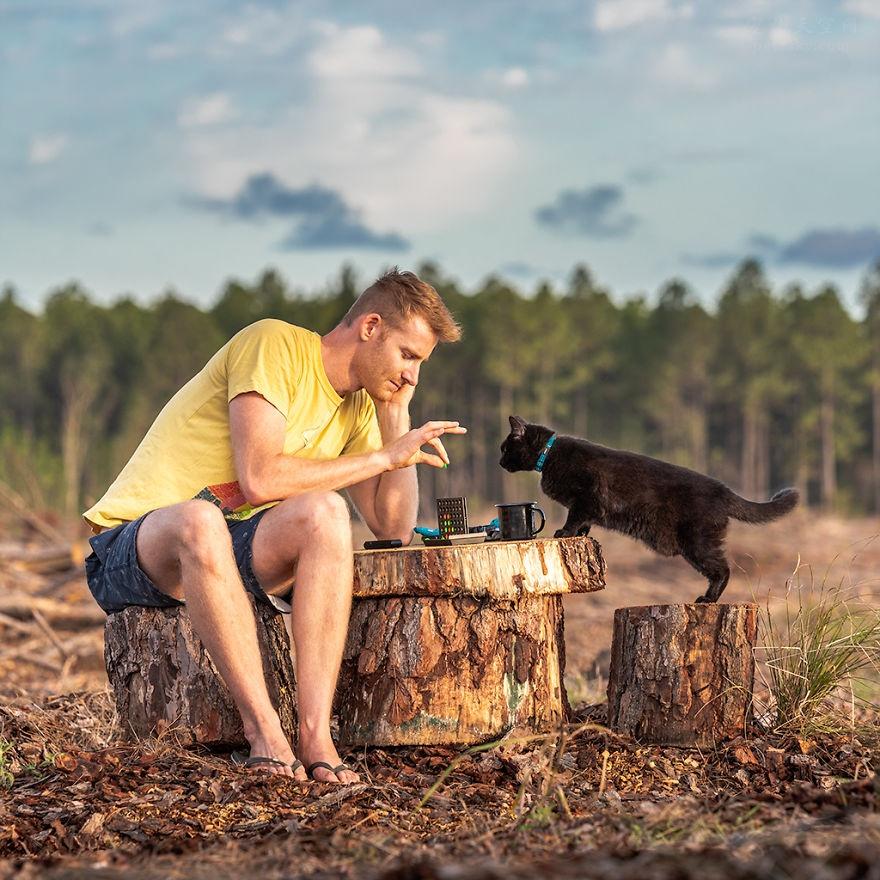 卖掉自己的房子,带着猫咪,男子过了3年多的野外旅行生活